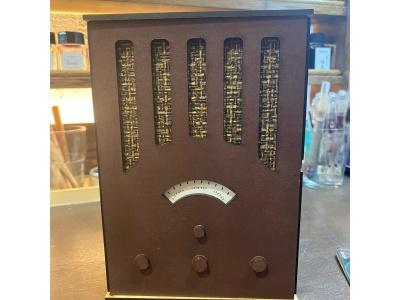 昔のラジオの様な外装